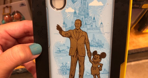"PHOTOS: Lancement de l'étui pour téléphone OtterBox Magic Kingdom de Walt Disney et Mickey Mouse ""Partners Statue"""