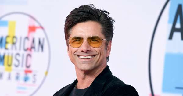 John Stamos aide un couple à se fiancer à Disney World